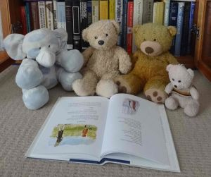 Reading pooh bear